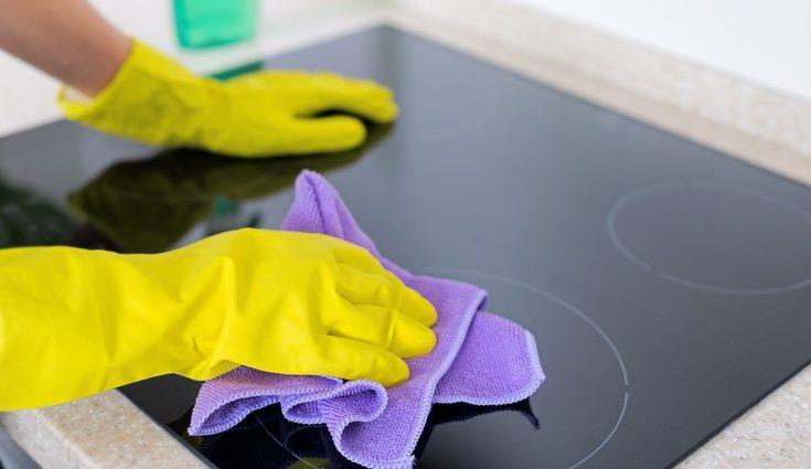 Hay que tener especial cuidado en la limpieza y el mantenimiento de la vitro para no rayarla