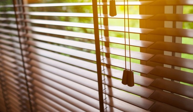 Las cortinas venecianas al ser de madera requieren diferentes tipos de limpieza