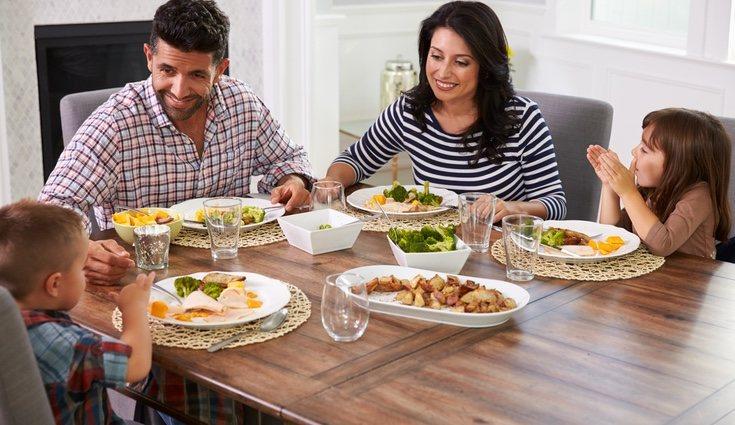 Los momentos para compartir al comer suelen ser más cómodos en la cocina