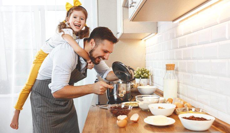 Cocinar es una buena opción para hacer en familia