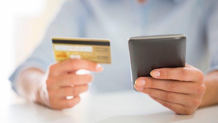 Una de las ventajas que ofrece el pago con el móvil es que el establecimiento no almacena datos de la tarjeta de crédito