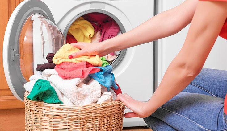 Cada vez que se lava la ropa se contribuye a la contaminación del agua por las microfibras