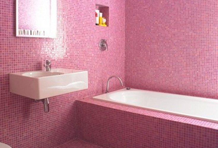 El rosa en el baño quedará ideal en pequeños detalles