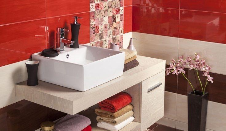 Ten cuidado al utilizar el rojo si tu cuarto de baño es pequeño