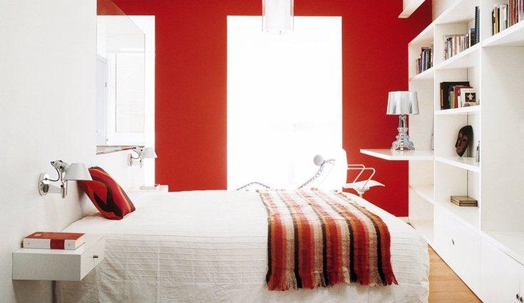 Es mejor no pasarse con la tonalidad del rojo en las paredes de nuestro dormitorio