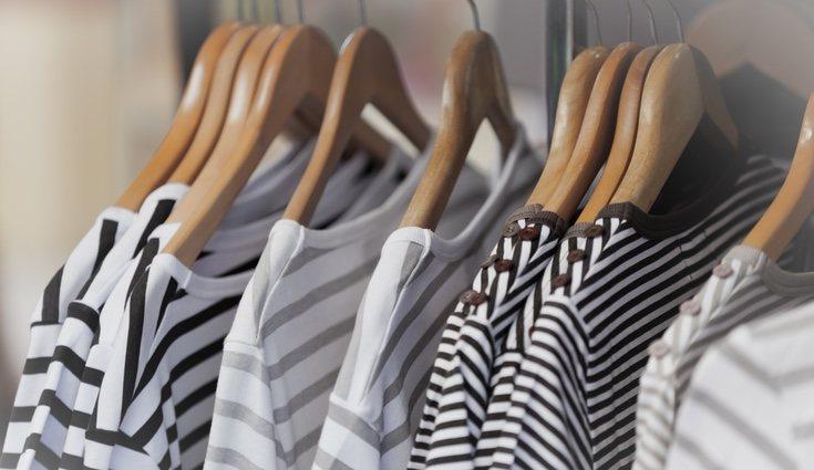 Usa las perchas para las prendas que realmente las necesiten