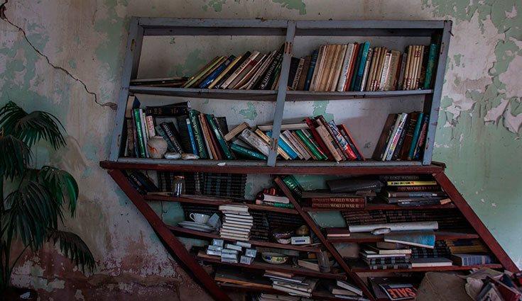 Los libros rotos y viejos pueden suponer un problema y hacer que nuestro rincón de lectura parezca desvencijado