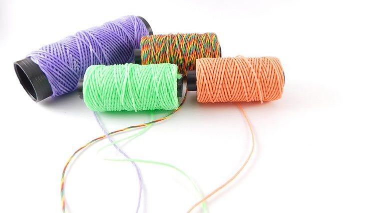 En macramé se utilizan hilos resistentes