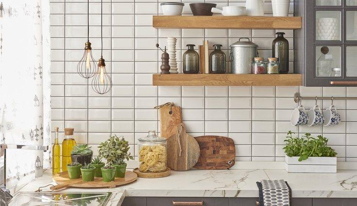 Elegir un buen color para los azulejos es muy importante para definir un estilo concreto en la cocina