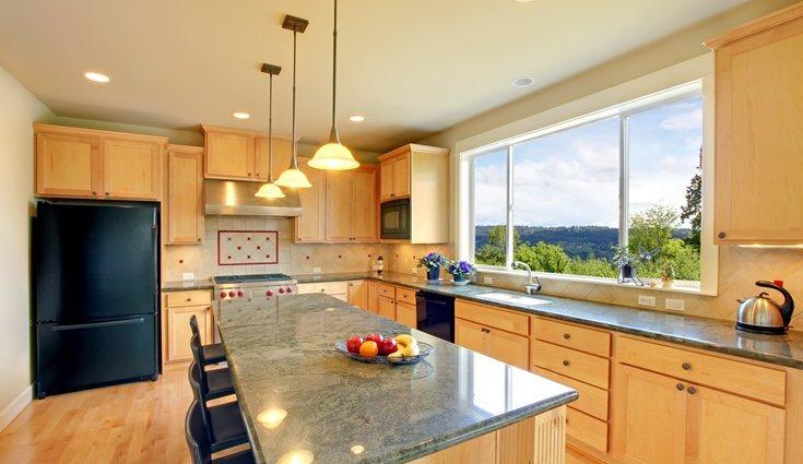 Es fundamental conocer cómo sera la iluminación de tu cocina para decantarte por el estilo perfecto