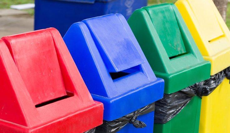 Los residuos se deben separar en función de su origen o material en distintos cubos