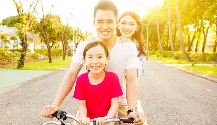 Emplear la bicicleta en trayectos cortos o tomar el transporte público reducen la creación de contaminación
