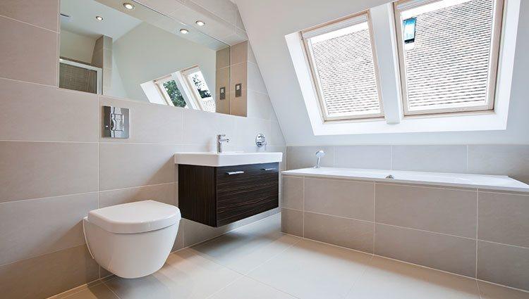 Los muebles flotantes permiten ahorrar espacio y colocar cosas debajo