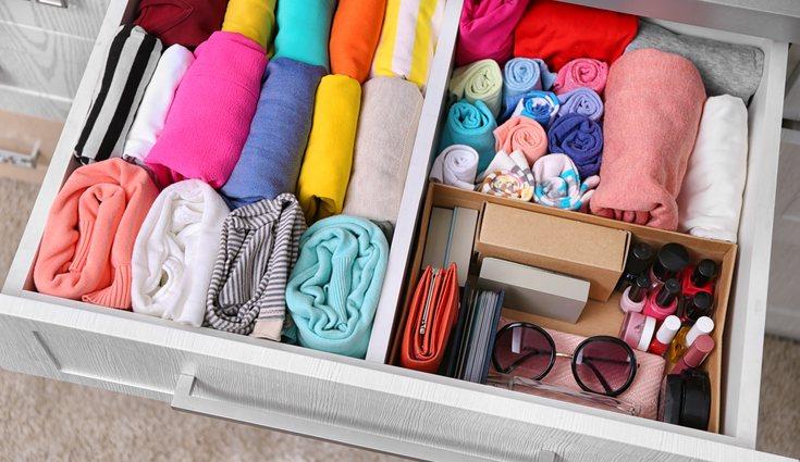 Marie Kondo propone doblar la ropa de forma vertical