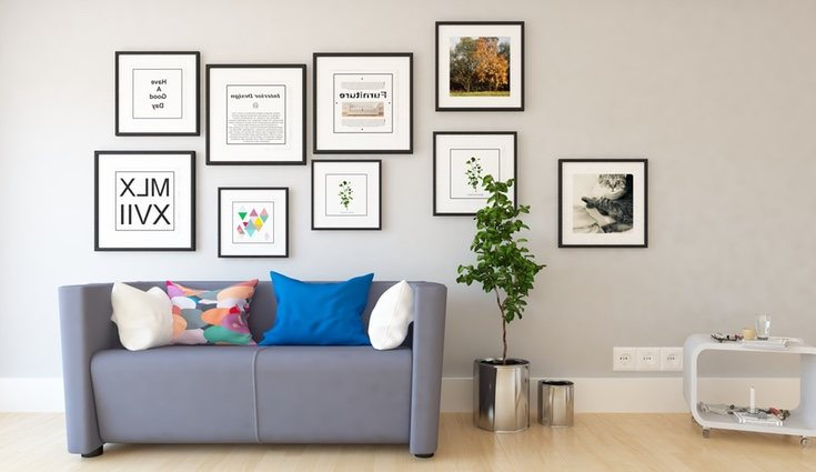 Si no quieres hacer agujeros en la pared, puedes pegar las láminas con cinta adhesiva o silicona