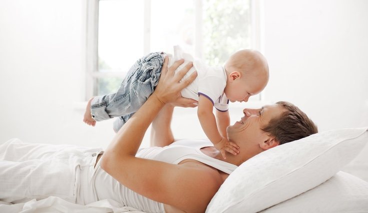 La prestación por paternidad en España es de las que más duran de Europa