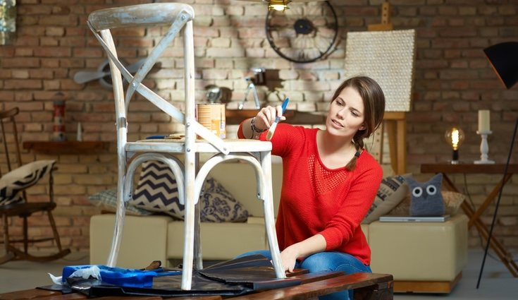 Puedes pintar tus muebles para darles un aire fresco