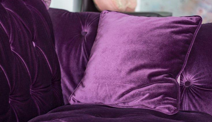 Los cojines con terciopelo aportan el toque adecuado de elegancia