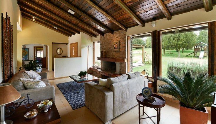 La madera está muy presente en el estilo rústico campestre