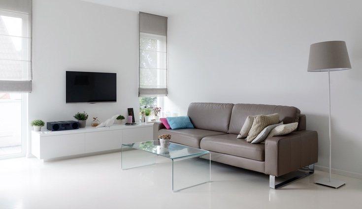 La sencillez y el minimalismo son la clave si tu salón no es demasiado grande