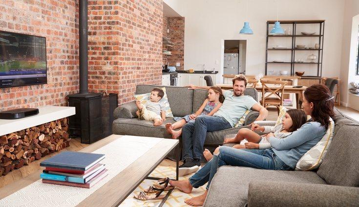 El salón puede convertirse en un punto de reunión para la familia o relajarse