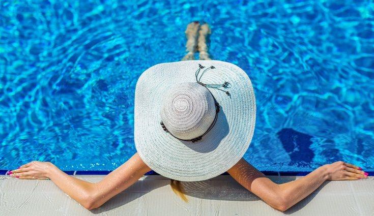 Debido a su composición, el agua salada es mucho menos nociva para los ojos y la piel