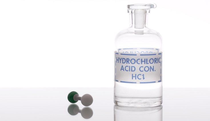 El ácido clorhídrico es uno de los métodos más invasivos para desatascar el fregadero