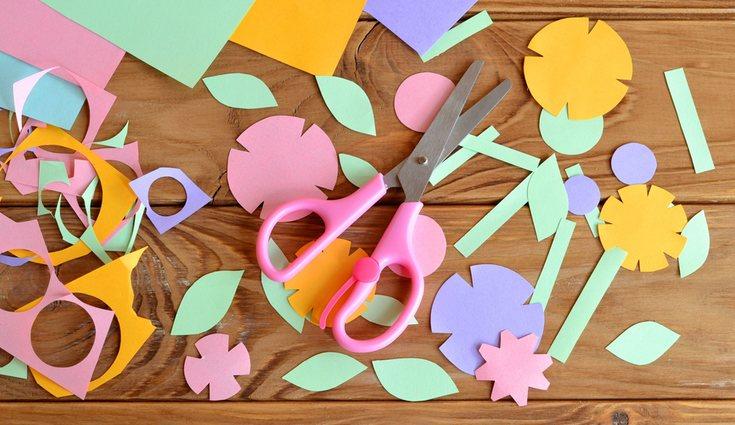 Puedes entretener a los más pequeños y que te ayuden a dibujar o diseñar tus flores