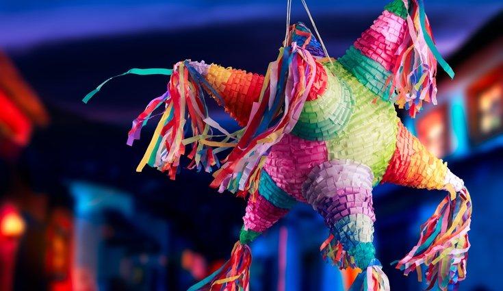 Hacer nuestra propia piñata nos permite decorarla a nuestro gusto