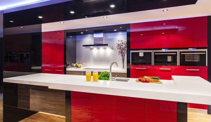 En el caso de las cocinas puedes incluir elementos de estas tonalidades en los azulejos o encimeras