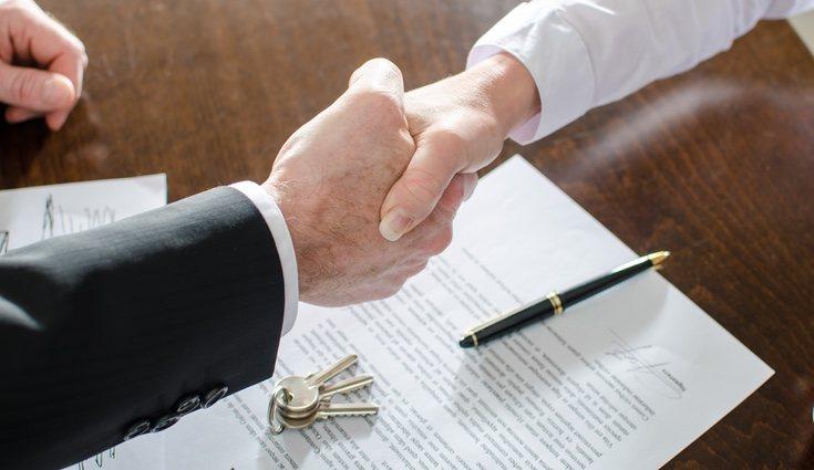 Firmar un contrato entre ambas partes es conveniente al la hora de hacer un préstamo