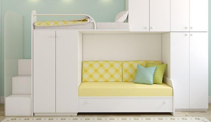 Durante el día se pueden poner cojines sobre la cama para convertirla en un sofá