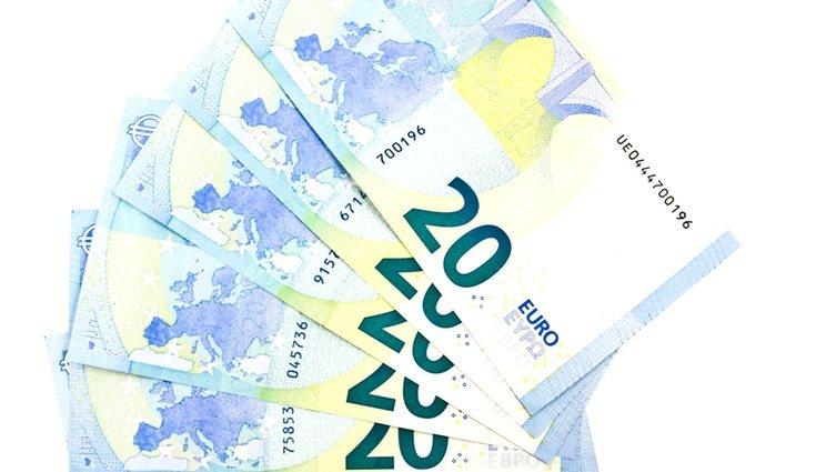 Intenta que los billetes que tengas en el monedero sean e 20 euros o superiores