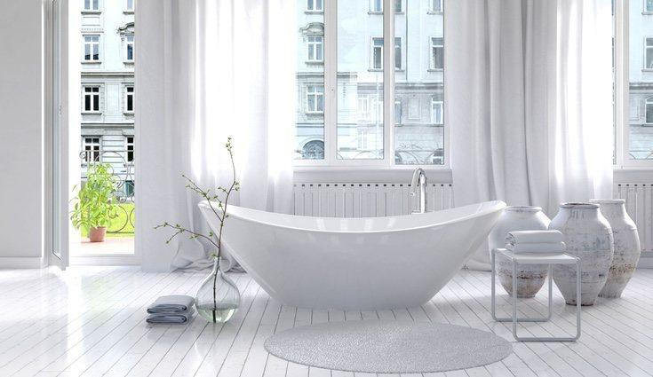 Las bañeras exentas son una alternativa a las tradicionales ya que no están empotradas