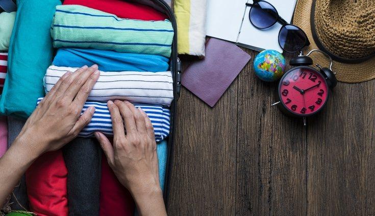 El método utilizado para doblar la ropa es clave para ganar espacio en tu maleta