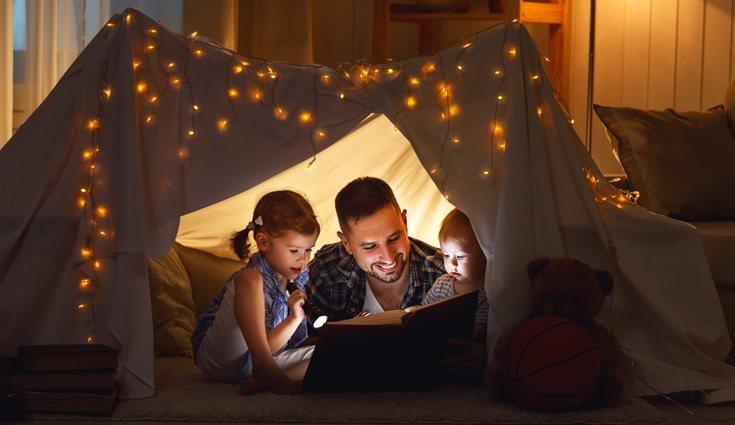 Elige historias fáciles de seguir y emocionantes para que tus hijos no pierdan la atención