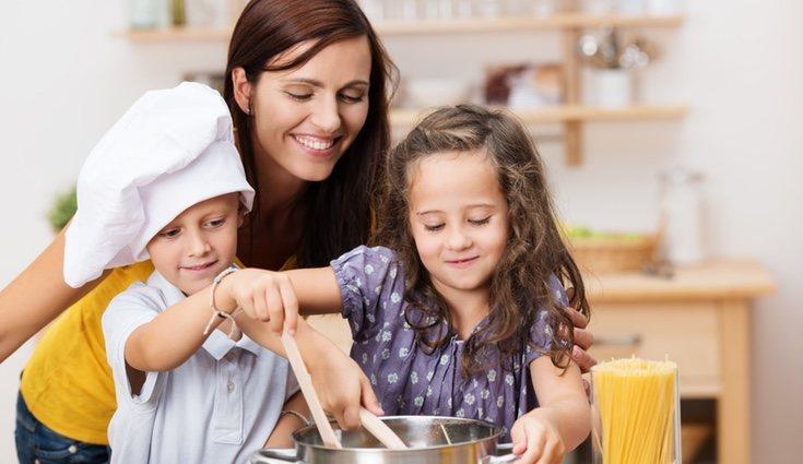 Selecciona platos que les vayan a gustar, de esa forma conseguirás que se vean motivados para cocinar