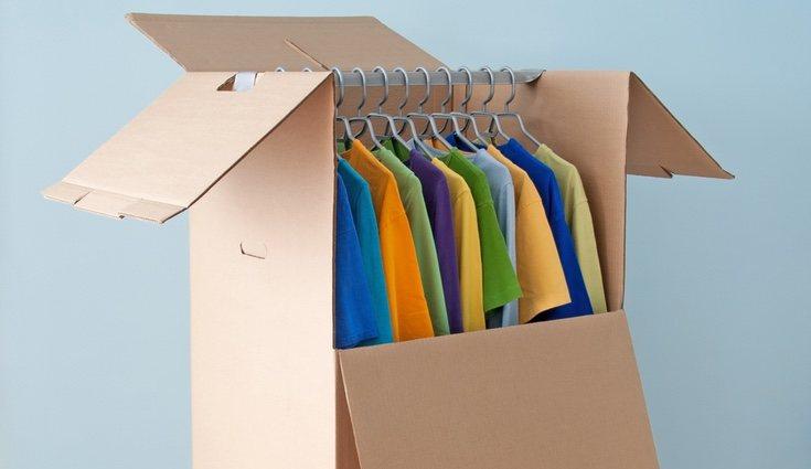 Usa cartón para tener un armario poco pesado y muy práctico