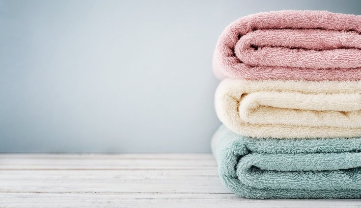 Cuando se produce el secado de una toalla quedan depositados microbios en la tela