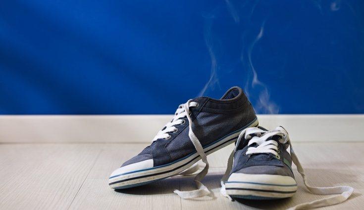 Mucho cuidado con el olor de las zapatillas