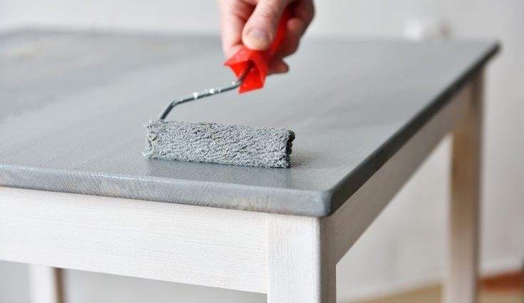 A la hora de pintar se puede optar por una brocha o rodillo