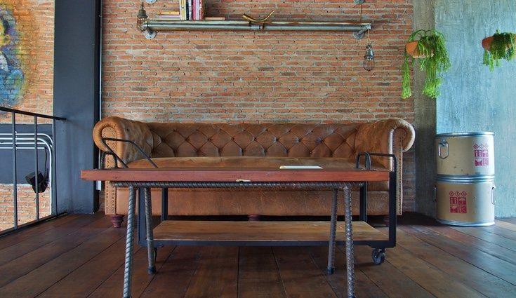 La colocación del sofá en el salón es imprescindible, al igual que su elección. Debemos dejar espacio de sobra para pasar.