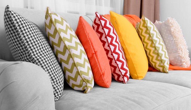 El exceso de cojines no es práctico ni cómodo dentro de un hogar