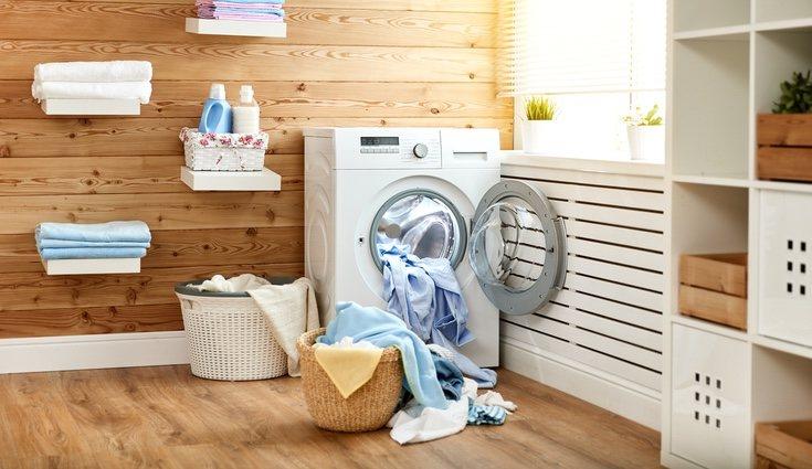 Poner la lavadora puede parecer difícil a primera vista, pero es sencillo si sabes como utilizar todos los programas que tiene
