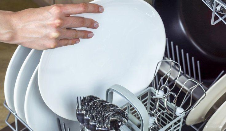 Los utensilios hechos de madera, plástico o porcelana es mejor no meterlos en el lavavajillas