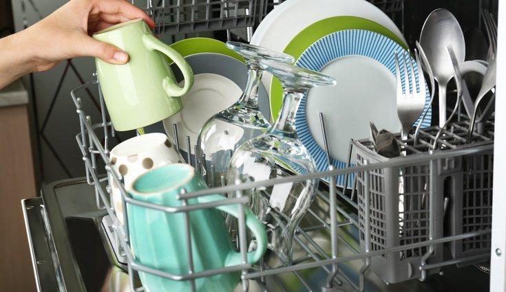 Cada utensilio tiene su hueco en el lavavajillas, por lo que no hay que amontonarlos