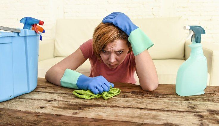 Para no estresarte limpiando, haz una lista de tareas para ese día