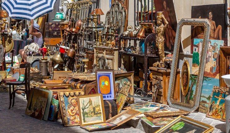 El escrito ha recurrido a El Rastro para comprar algunos objetos de decoración