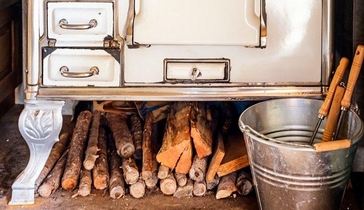 La tarima de madera o el pavimento de barro es lo más usual en estas cocinas