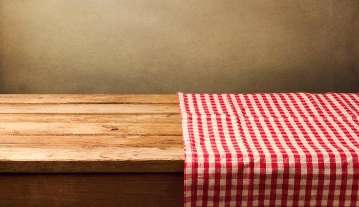Los manteles y cortinas de cuadros son típicos en el farmhouse